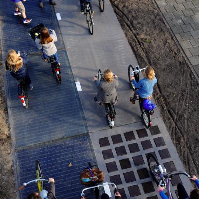 La prima pista ciclabile al mondo che produce energia solare