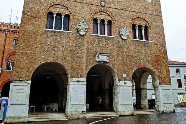 Palazzo dei Trecento scenografia della medaglia della 16° Treviso Marathon
