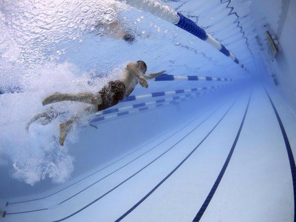 5 esercizi in palestra per il nuoto