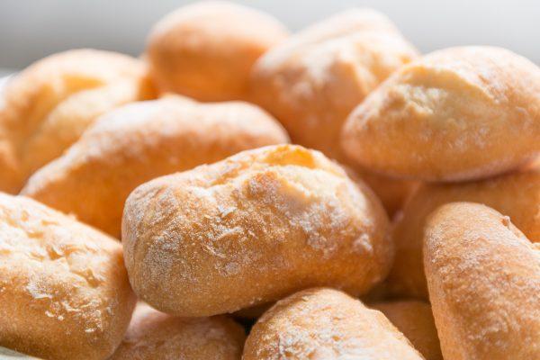 9 sintomi di intolleranza al glutine che non dovresti mai ignorare