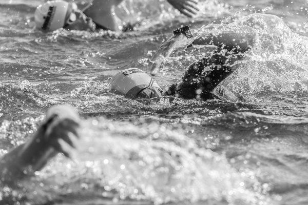 Allenamento per il nuoto con gli elastici, come rimanere in forma