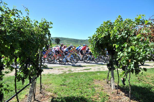 Rivoluzione in classifica al Giro Under 23, tappa e maglia rosa a Tom Pidcock.