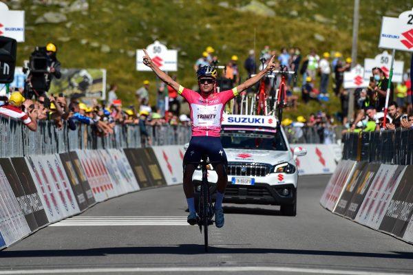 Thomas Pidcock vince la 7a tappa del Giro d'Italia under 23 ENEL davanti a Kevin Colleoni, diretto concorrente.
