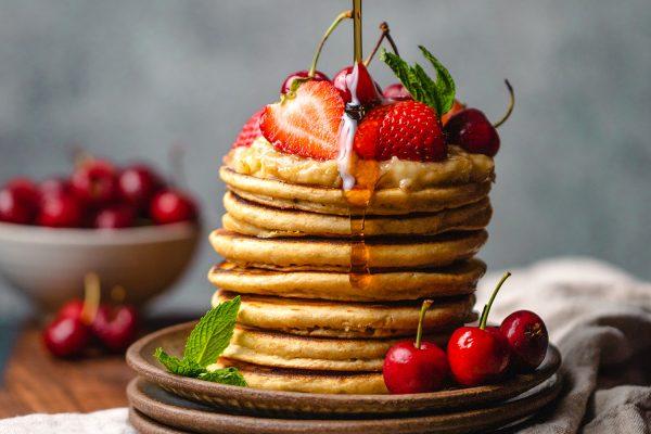 Pancake proteici senza glutine: la ricetta base e 5 idee per condirli