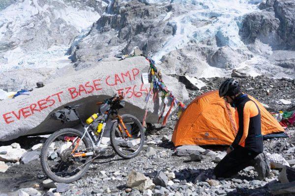 Omar Di Felice al campo base dell'Himalaya a quota 5364 in invernale