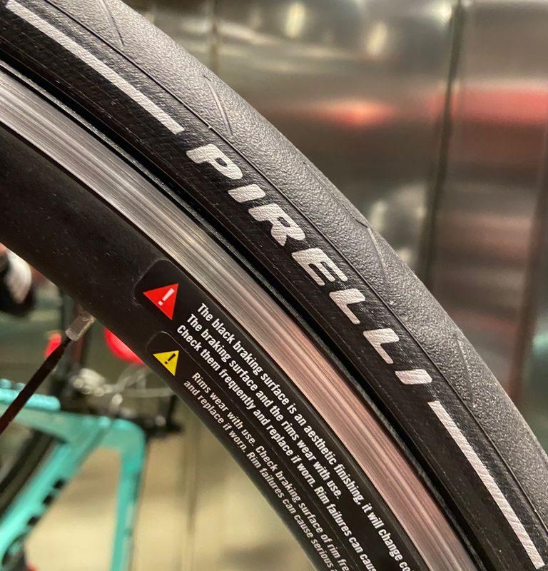 Pirelli lancia due nuovi prodotti nella linea P ZERO™: Race e Road