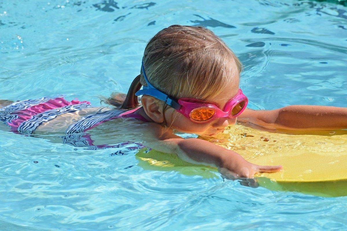 La tavoletta, accessorio utile (ed odiato) nell'allenamento di nuoto