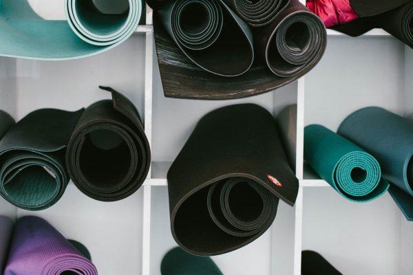 Differenza tra Yoga e Pilates: filosofia e metodo
