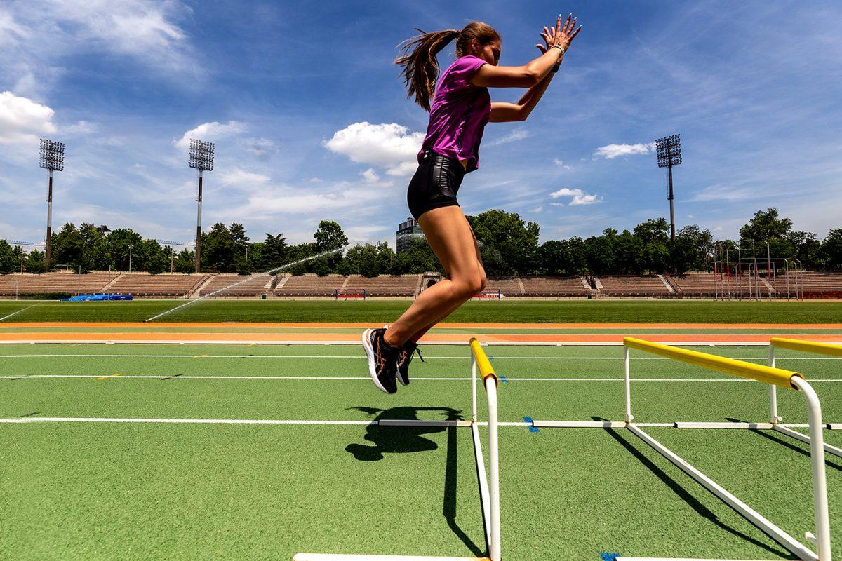School of… Running. Tecnica di corsa, esercizi con gli ostacoli