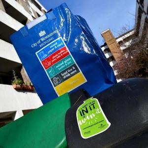 Grosvenor recycle cheque bag logo square