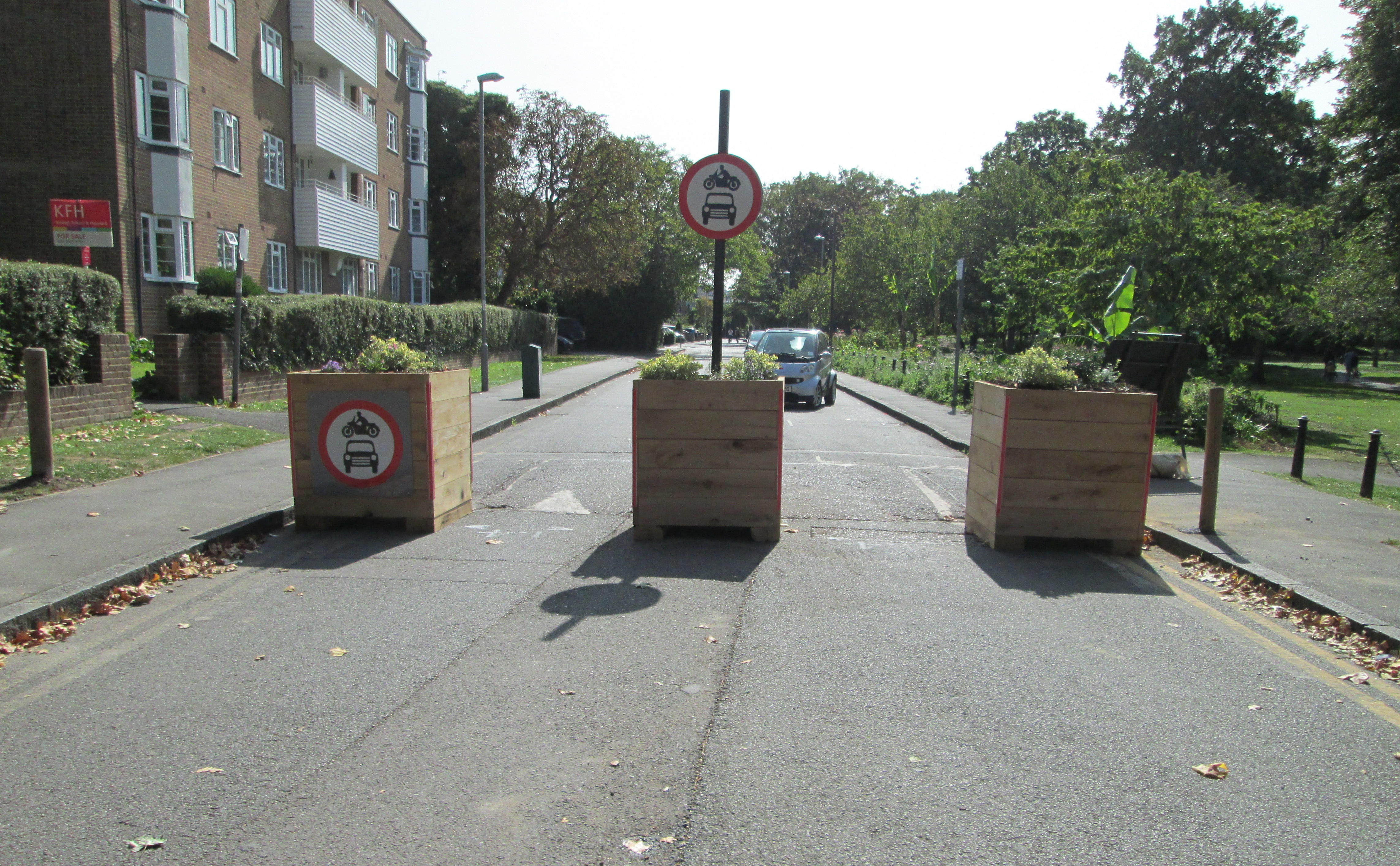 Lower Ham Road Low Traffic Neighbourhood Scheme showing three planters acting as a barrier across the road but with space for pedestrians and cyclists to pass.