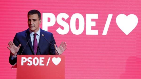 Pedro Sanchez en un acta de campanya
