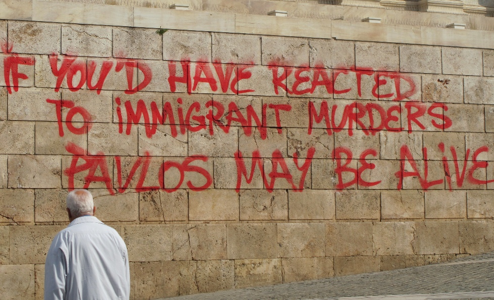 Una pintada sobre els atacs als immigrants per part de l'ultradreta grega / Pablo Sánchez