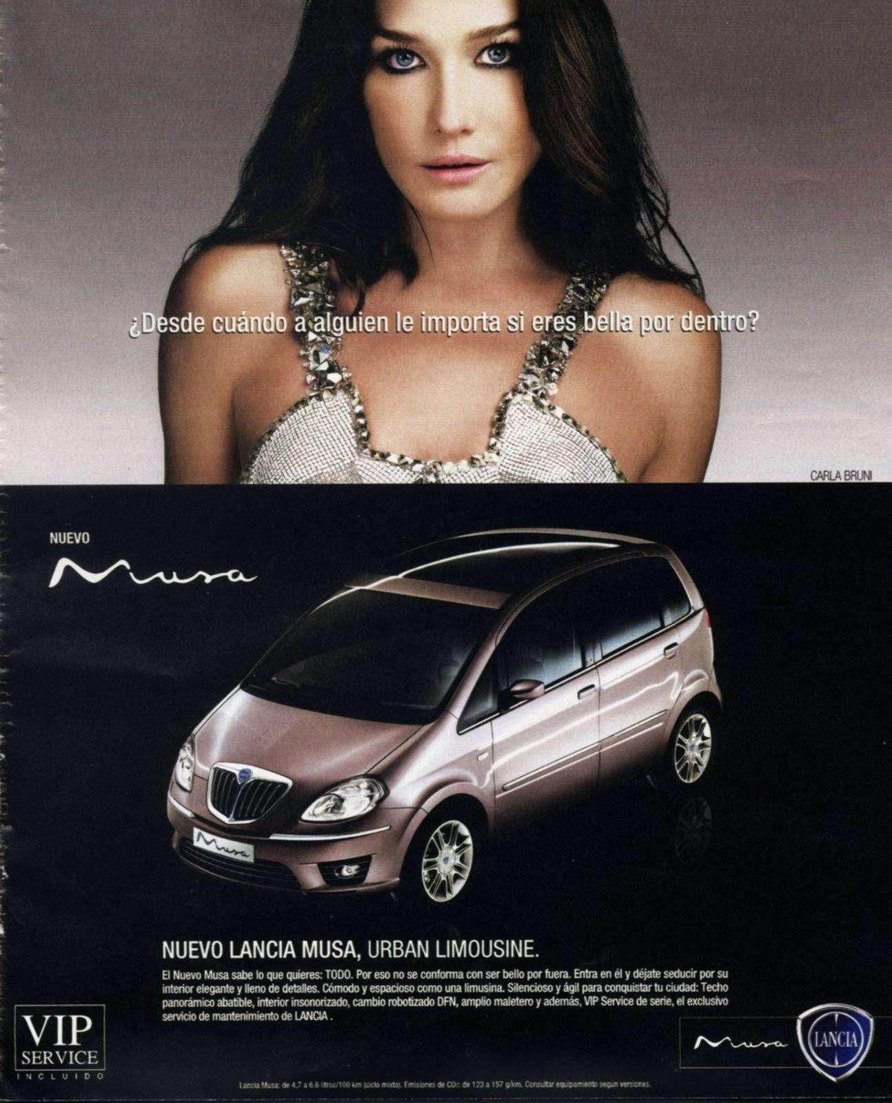 Anunci de la marca de cotxes Lancia, que fa servir una imatge de la model i cantant Carla Bruni per destacar la bellesa exterior del vehicle / Lancia