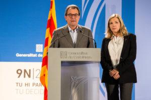 Artur Mas amb Joana Ortega compareixent davant els mitjans la nit del 9N. Foto: Jordi Borràs
