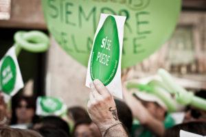 Manifestació de la PAH a la plaça del Padró del Raval. / ANDREA CIAMBRA