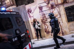Actuació policial durant les protestes per l'intent d'enderroc de Can Vies / JORDI BORRÀS