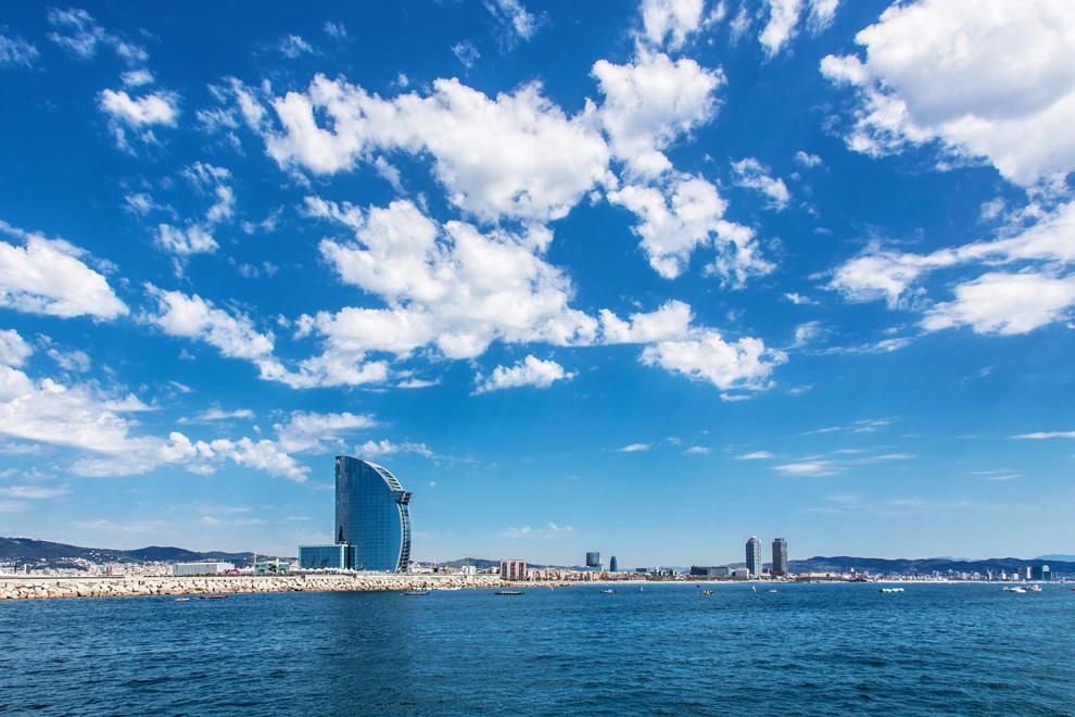 Vista de Barcelona des del mar / JORDI BORRÀS