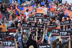 Flashmob contra el TTIP realitzat a Hamburg (Alemanya) el 17 de maig de 2014 / Foto: Ulrike Schmidt / Campact