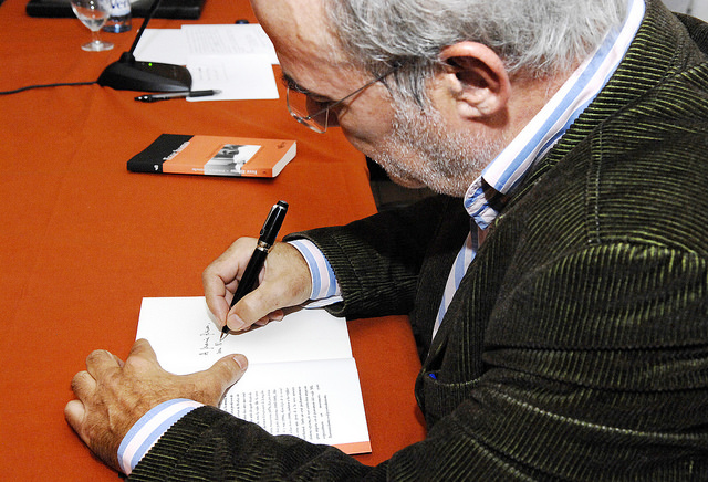 L'autor de l'article, l'eurodiputat Josep-Maria Terricabras, en un acte a Barcelona / Foto: Carme Esteve - Ateneu Barcelonès
