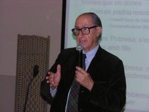 El catedràtic Vicenç Navarro, al Fòrum Social Pere Tarrés / F. P. TARRÉS