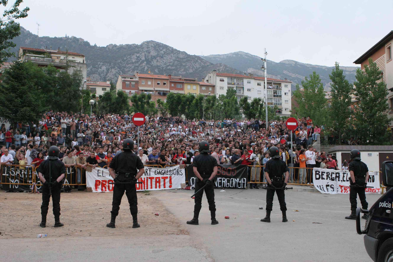 Concentracions davant la comissaria dels Mossos, a Berga / Foto Luigi