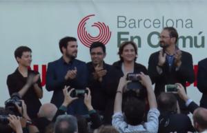 Ska Keller, Alberto Garzón, Gerardo Pisarello, Ada Colau i Joan Herrera, en un míting de Barcelona en Comú / CRÍTIC