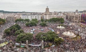 La plaça Catalunya, plena d'activistes durant el 15-M / Foto: Jordi Borràs