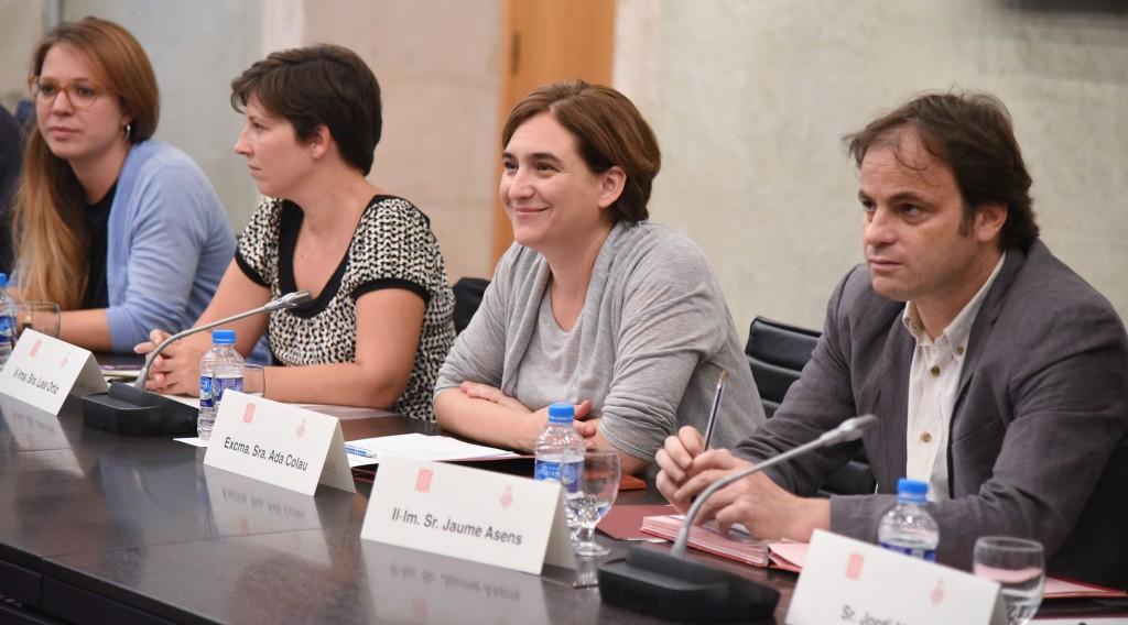 L'alcaldessa Ada Colau, amb les regidores Janet Sanz, Laia Ortiz i Jaume Asens / AJUNTAMENT DE BARCELONA