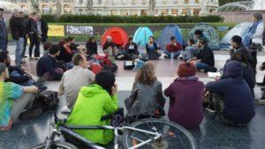 Assemblea a plaça de Catalunya amb la participació d'Stop Mare Mortum / @NITDEMPEUSBCN