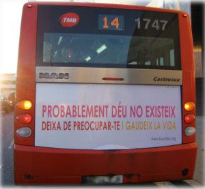 'Bus ateu', una campanya de publicitat mundial per sensibilitzar els ciutadans que també va arribar a Barcelona / BUS ATEU