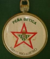 Insígnia de la Peña Bética Frente Pro-soBétiko, fundada el 1995 per gent pròxima a IU / Miguel Guillén