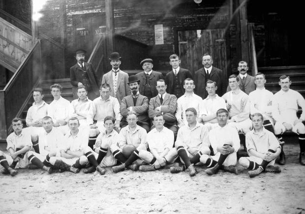 the-orekhovo-sports-club-footbal-team-amb-harry-charnock-in-the-middle-of-the-second-row