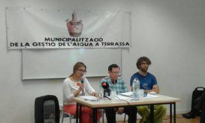 Un acte de la Taula de l'Aigua de Terrassa, que defensa la remunicipalització del servei / TAULA DE L'AIGUA