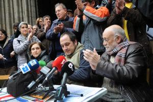 Ada Colau i David Fernàndez amb Arcadi Oliveres en un acte en suport als dret al treball. Foto: Pedro Mata / Fotomovimiento