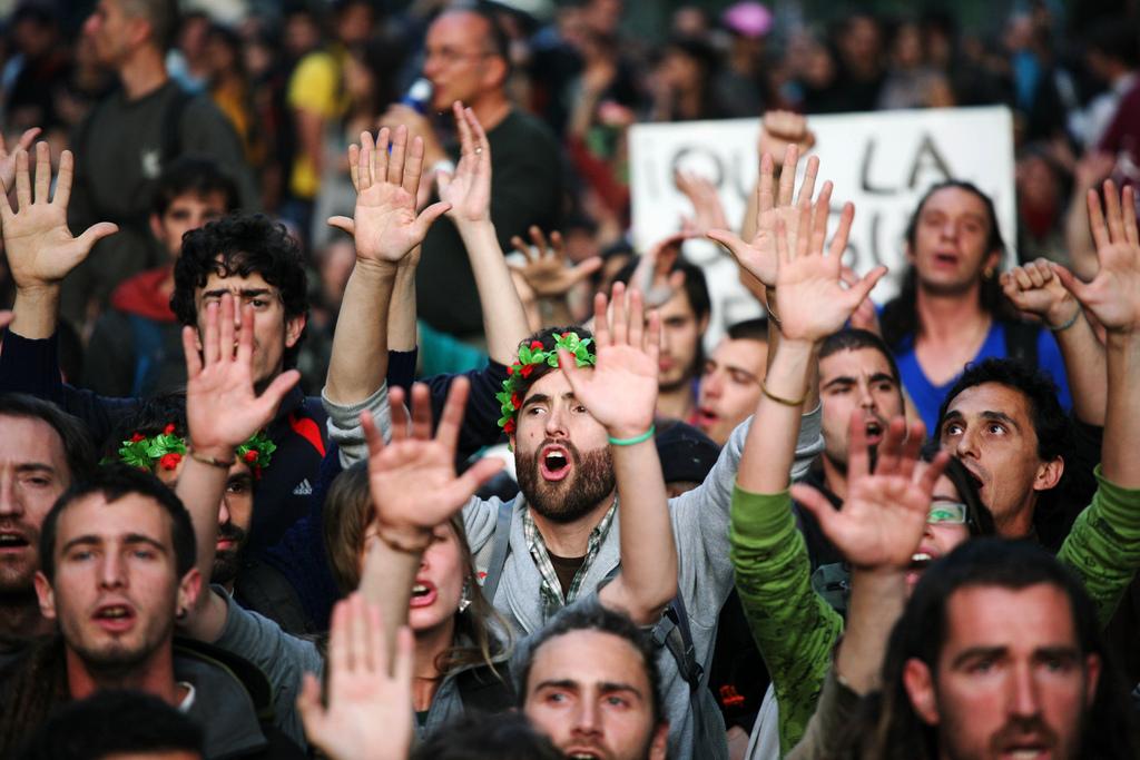 Manifestants davant del Parlament de Catalunya. Foto: RT 15M/Albert Garcia