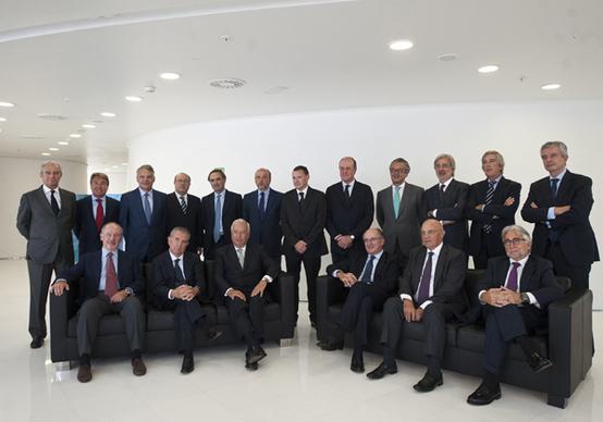 Els membres del lobbie Pont Aeri, amb el ministre Margallo. Foto: AGBAR