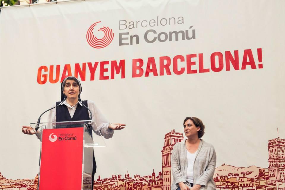 Teresa Forcades i Ada Colau en un míting a la plaça de la Virreina. Foto: Barcelona en Comú