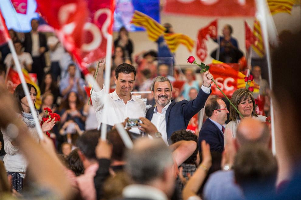 Pedro Sánchez, secretari general del PSOE, amb Jaume Collboni, alcaldable del PSC. Foto: Jordi Borràs