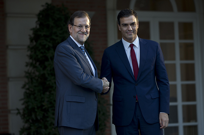 Rajoy rep al líder del PSOE, Pedro Sánchez. Foto: Diego Crespo / Moncloa