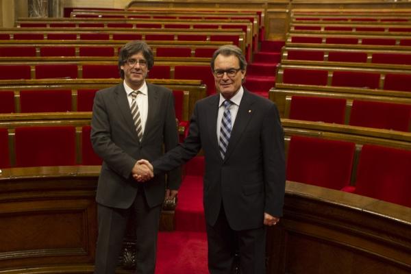 El President Puigdemont amb l'expresident Mas. Foto: Job Vermeulen / Parlament