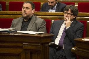 El president Puigdemont i el vicepresident econòmic, Oriol Junqueras. Foto: Parlament