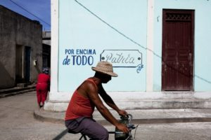 Un carrer a Cuba / XAVI HERRERO