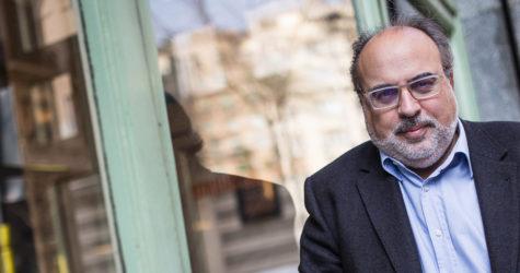 Us presentem el llibre 'Esperant els robots': Roger Palà hi entrevista amb profunditat el periodista Enric Juliana