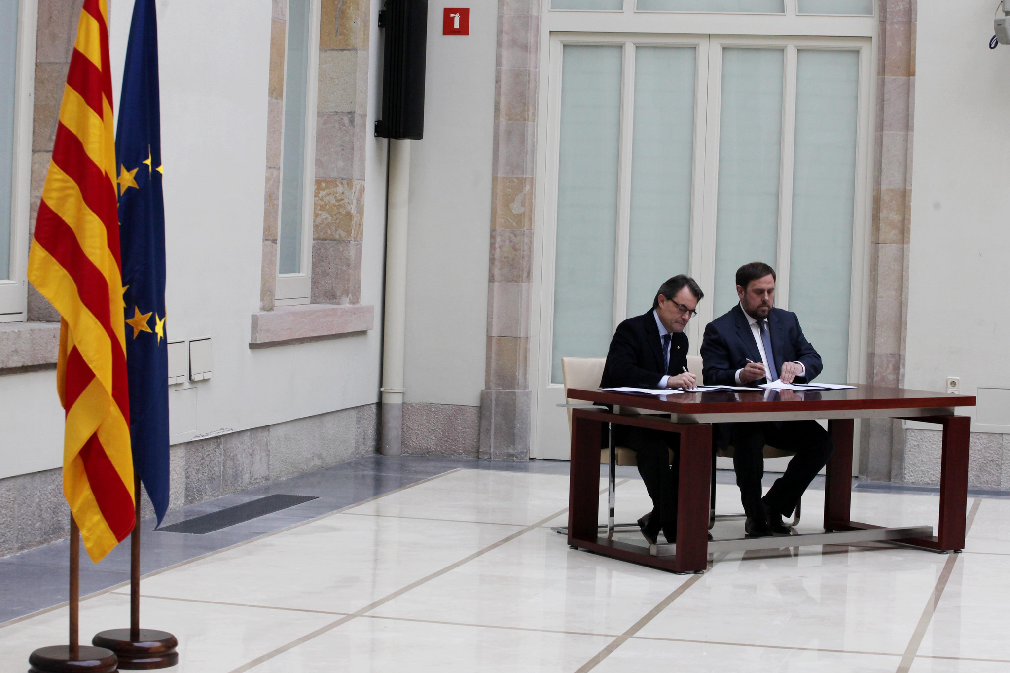 Signatura de l'acord de govern entre CiU i ERC el desembre de 2012. Foto: Rubén Moreno