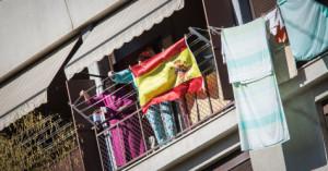 Bandera espanyola penjada en un balcó / JORID BORRÀS