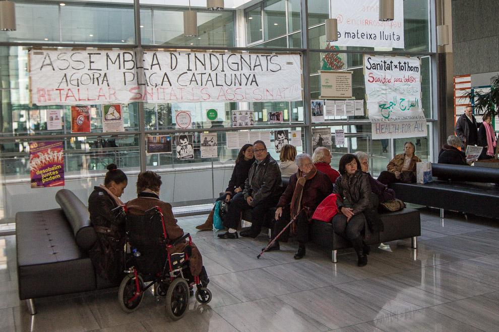 Pacients esperant el seu torn en un centre de salut pública / JORDI BORRÀS