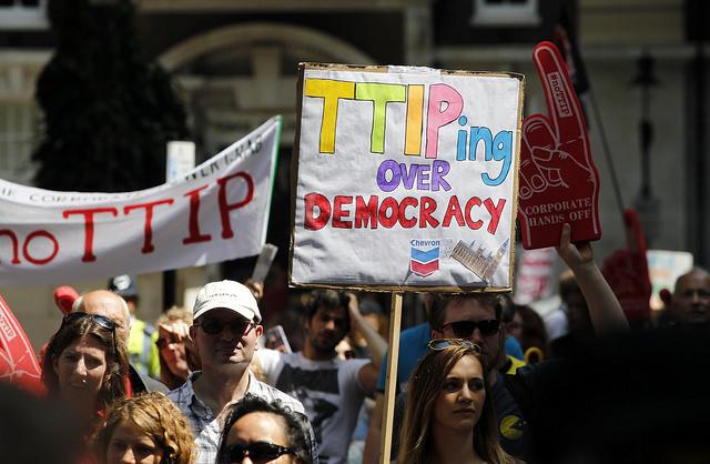 Protesta contra el TTIP a Londres el juliol de 2014. Foto: Global Justice Now.