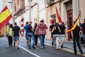 Militants de Democracia Nacional dirigint-se a l'acte de SCC de Tarragona / J. BORRÀS