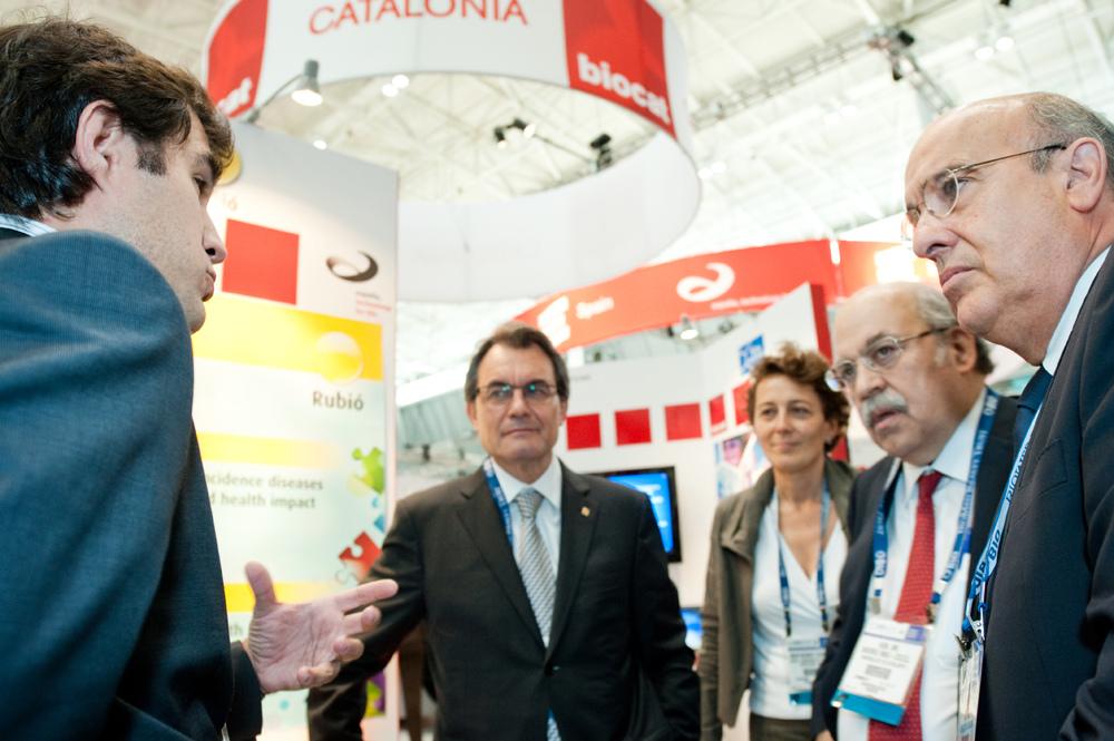 Artur Mas, amb els consellers de Salut Boi Ruiz i d'Economia Andreu Mas-Colell, al Biocat celebrat a Boston / BIO BOSTON